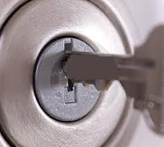 cerrajero urgente en la puerta de casa